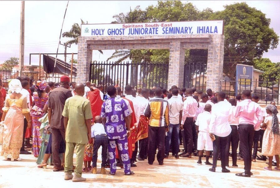 THE OFFICIAL OPENING OF HOLY GHOST JUNIORATE, IHALA AS THE SPIRITAN MISSIONARY MINOR SEMINARY IN NIGERIA.